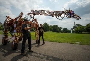 Decorative image of mechanized giraffe sculpture from White House Maker Faire